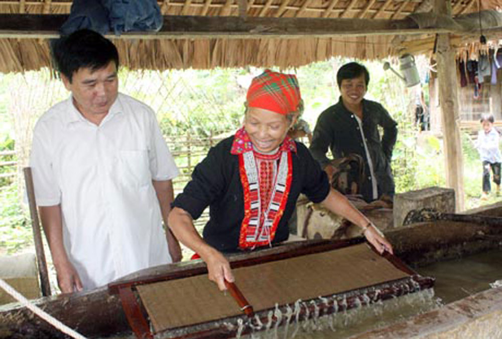 Vietnam, national heritage, intangible cultural heritages, papermaking, Dum singing, Qua Son temple festival, Lang Son temple festival, water puppetry