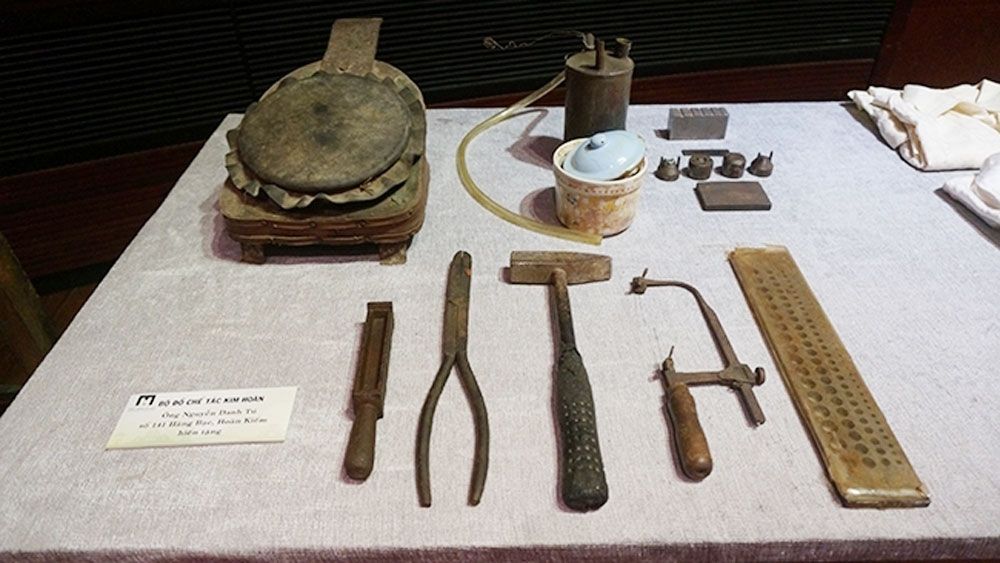 More than 1,000 artefacts and documents donated to Hanoi Museum
