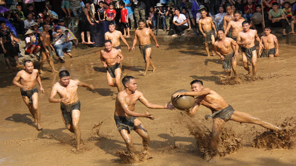 Vietnam, mud ball wrestling, unique world tradition, most extraordinary traditions, National Geographic, Van village, Bac Giang province