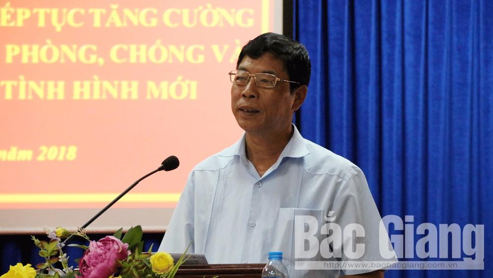 Bí thư Tỉnh ủy Bùi Văn Hải phát biểu chỉ đạo tại hội nghị.
