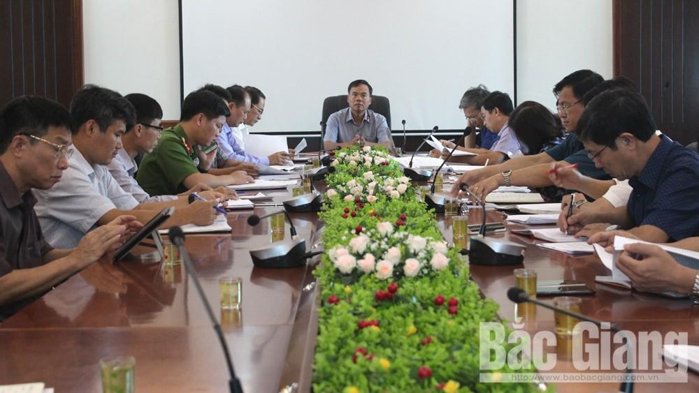 Đồng chí Bùi Văn Hạnh, Phó Chủ tịch Thường trực HĐND tỉnh phát biểu tại buổi giám sát.