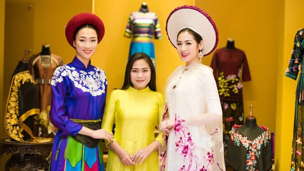 Ao Dai Designer, traditional Vietnamese weaving, Ao Dai designs, Lan Huong, great attention, Ao Dai creations, fashion shows,  unique weaving method, indigenous culture, brocade weaving