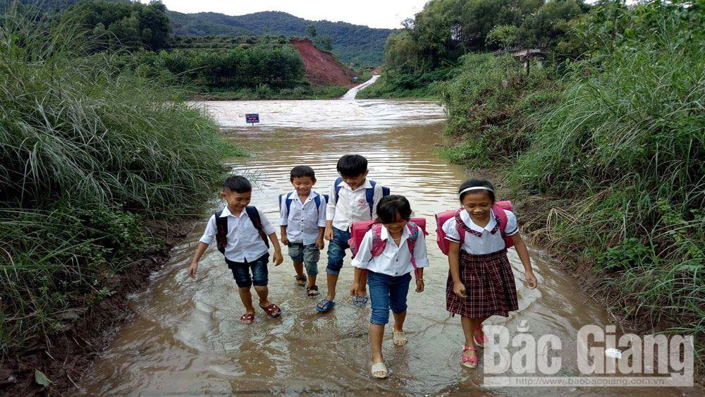 Ảnh hưởng hoàn lưu bão số 6, hàng trăm học sinh huyện Sơn Động nghỉ học