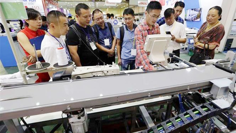Hanoi hosts international textile industry exhibition