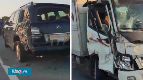 Mô phỏng tài xế Lexus bị xe tải tông khi dừng theo hiệu lệnh CSGT