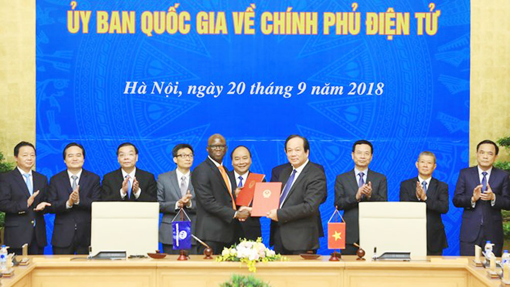 PM, first meeting, national e-government committee, Prime Minister Nguyen Xuan Phuc,  e-government architecture, national business registration, high political determination