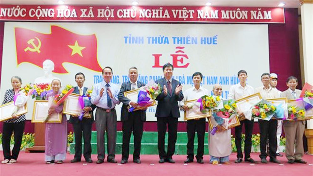 "Thua Thien-Hue: 21 women awarded title of ""Heroic Mothers"""