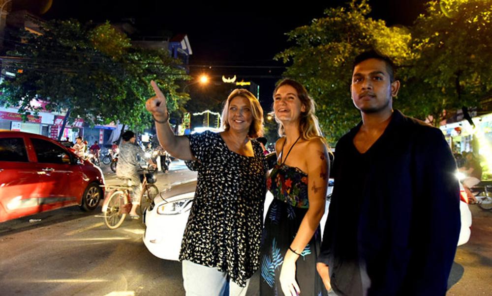 Du khách nước ngoài, háo hức trải nghiệm, Lễ hội Thành Tuyên, khách nước ngoài