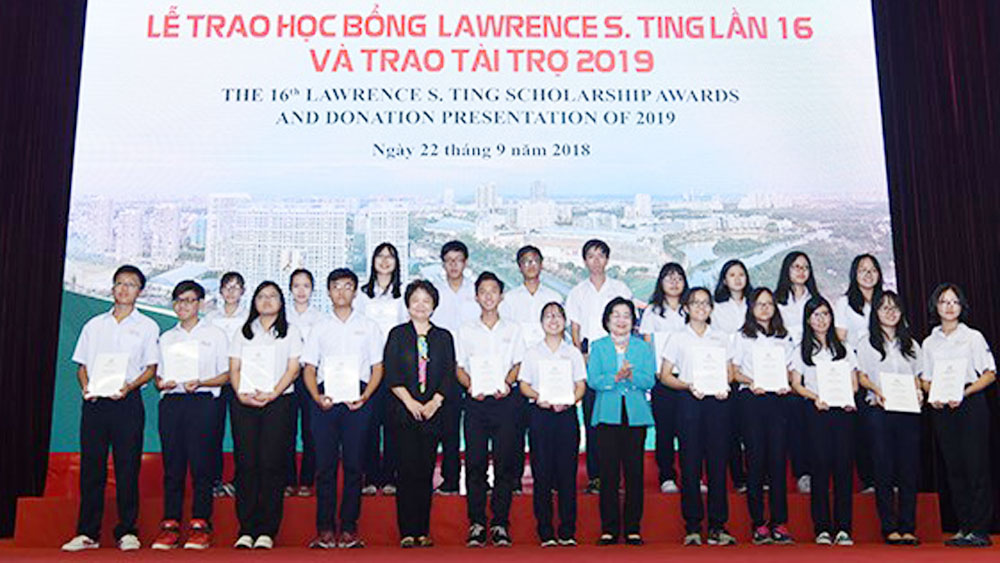 8.5 billion VND in Lawrence Ting scholarships presented to students