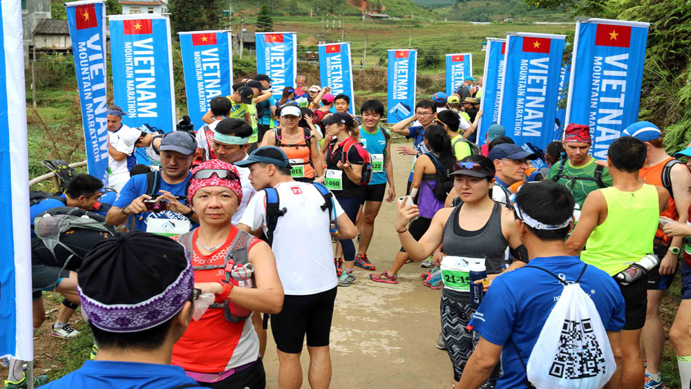 3,100 runners, Sa Pa district, int'l mountain marathon, annual marathon 2018, Lao Cai province, autumn festival, poetic natural scenery, beautiful mountain regions, charitable activities