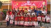 Yên Thế: Trao 450 suất quà cho các em học sinh xã Tân Hiệp