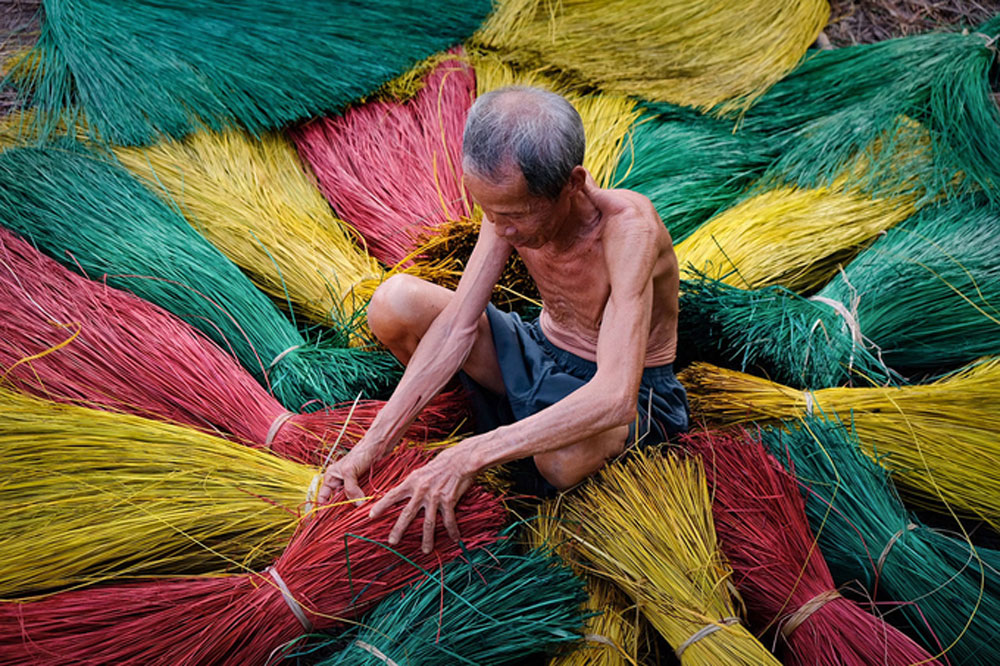 100-year-old, mat making village, south Vietnam, going strong, time and effort, handcrafting mats, intangible national heritage, village's products, Dinh Yen Market