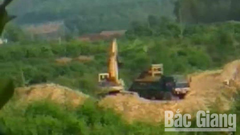 Hiện trường điểm khai thác khoáng sản trái phép tại thôn Tân Mộc, xã Bình Sơn. Ảnh do người dân cung cấp, chụp ngày 24-9.