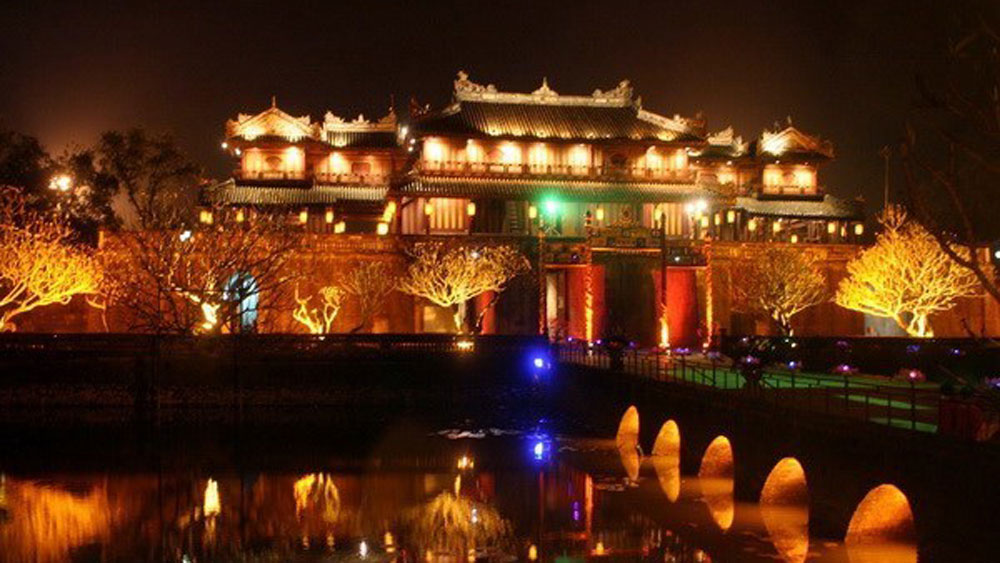 Japanese travel agencies, FAM trip, local tourist attractions, paper flower craft village, bamboo weaving village, Hue's distinctive cuisine