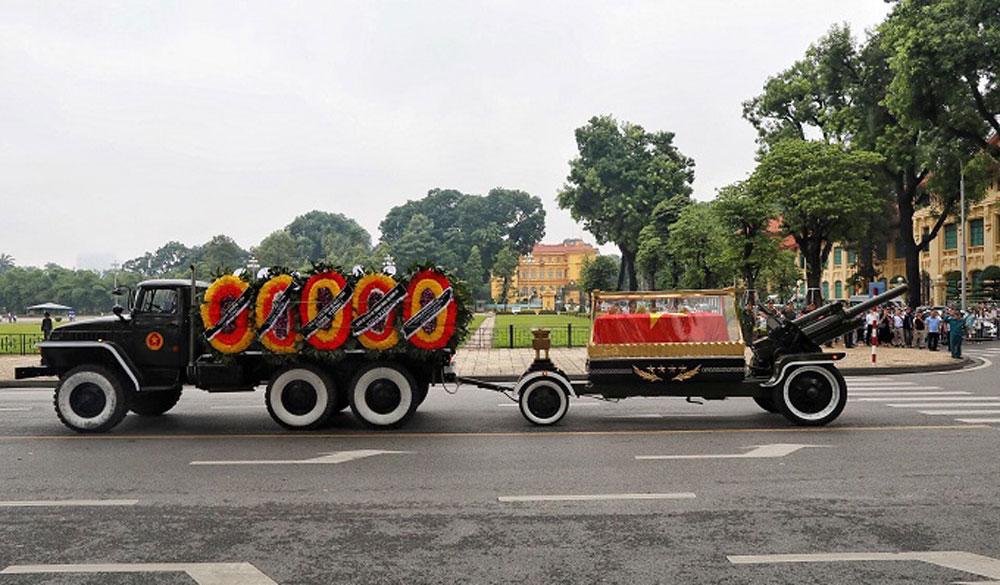 Vietnamese, bid farewell, President Tran Dai Quang, memorial service, coffin