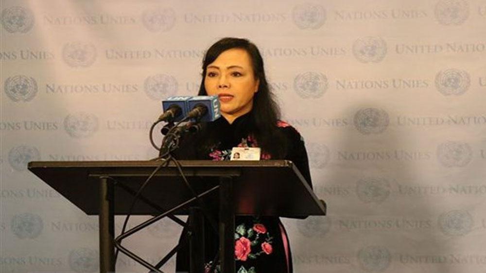 Bộ trưởng Y tế Nguyễn Thị Kim Tiến phát biểu trước báo giới sau phiên họp. (Ảnh: Hoài Thanh/TTXVN)