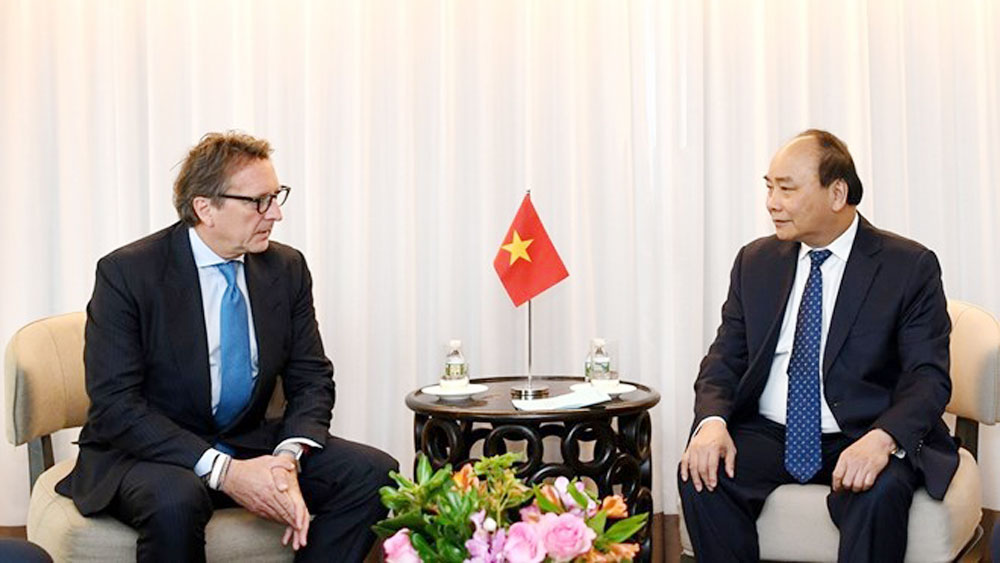 Prime Minister Nguyen Xuan Phuc receives US firms' leaders