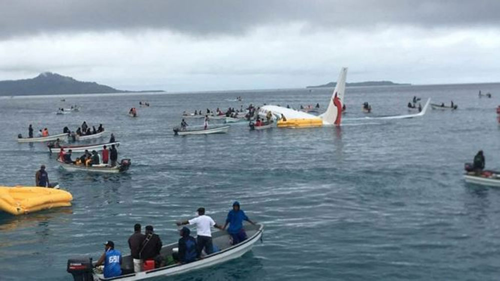 Máy bay lao xuống biển ở Nam Thái Bình Dương
