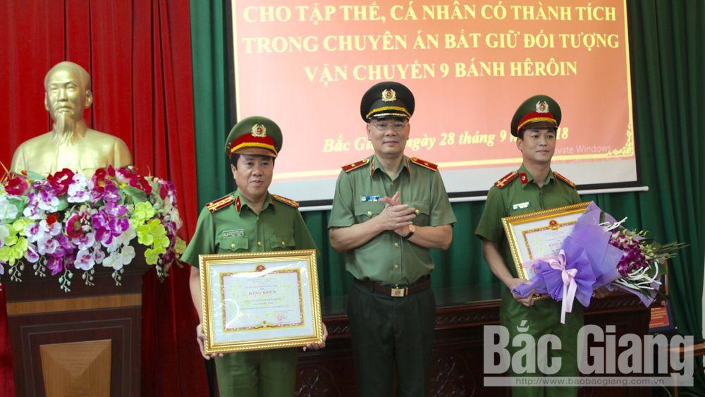 Khen thưởng Công an TP Bắc Giang bắt giữ đối tượng vận chuyển 9 bánh heroin