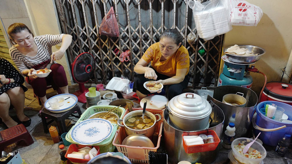Downtown, Hanoi, sticky rice secret,  street-side dish, sticky rice eatery, Hanoi's Old Quarter, Son's sticky rice stall, caramelized pork, dried sausage