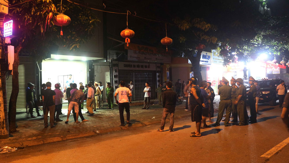 Nghệ An : Sau 15 tiếng cố thủ trong  nhà đối tượng Lê Ngọc Sơn đã ra đầu thú