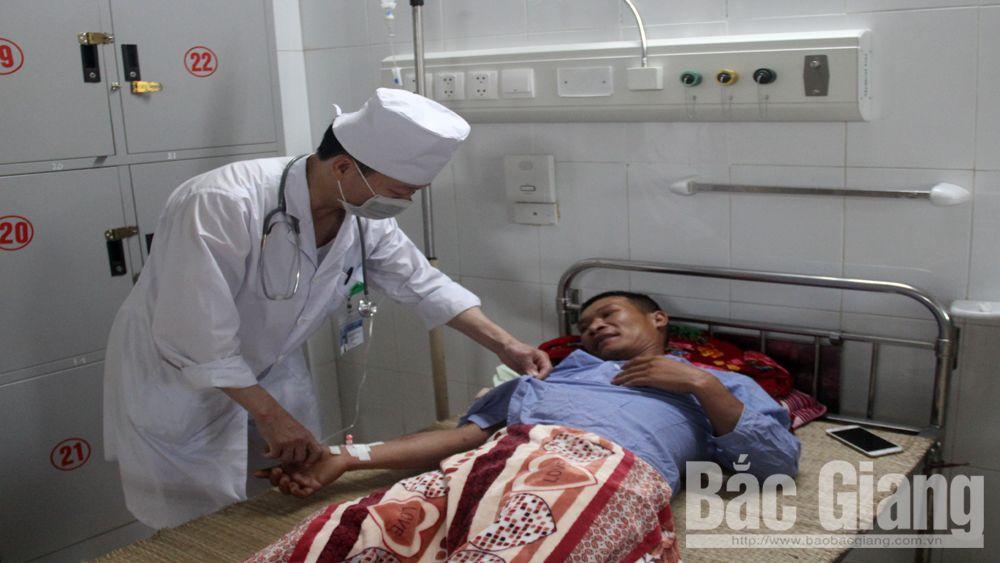 Bệnh viện Đa khoa tỉnh Bắc Giang cấp cứu bệnh nhân bị ong đốt
