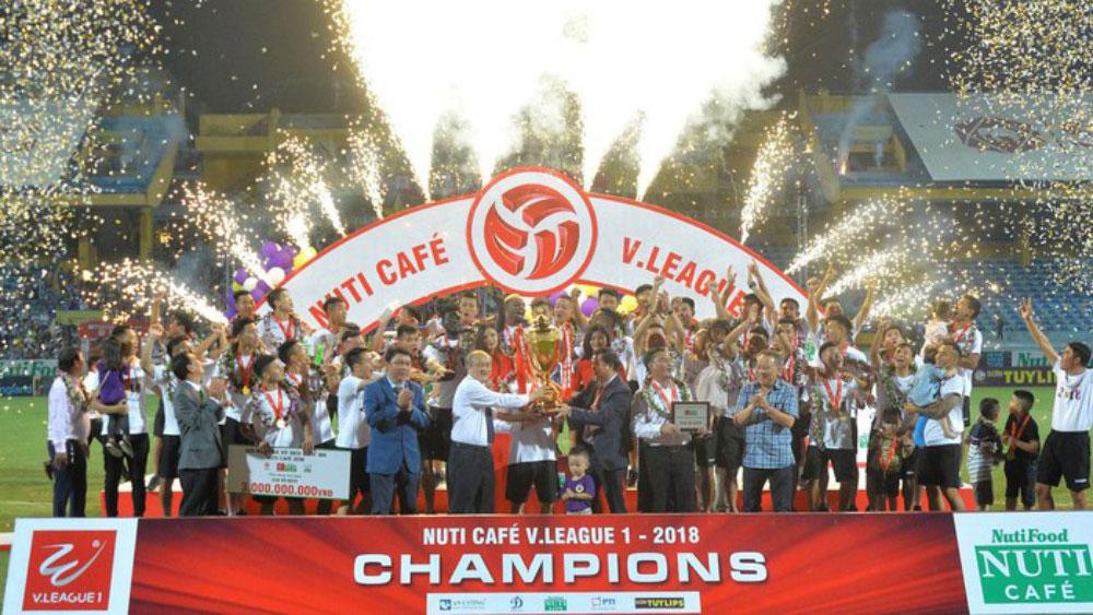 Dàn sao Hà Nội FC xúc động trong lần thứ 4 nâng cúp V-League