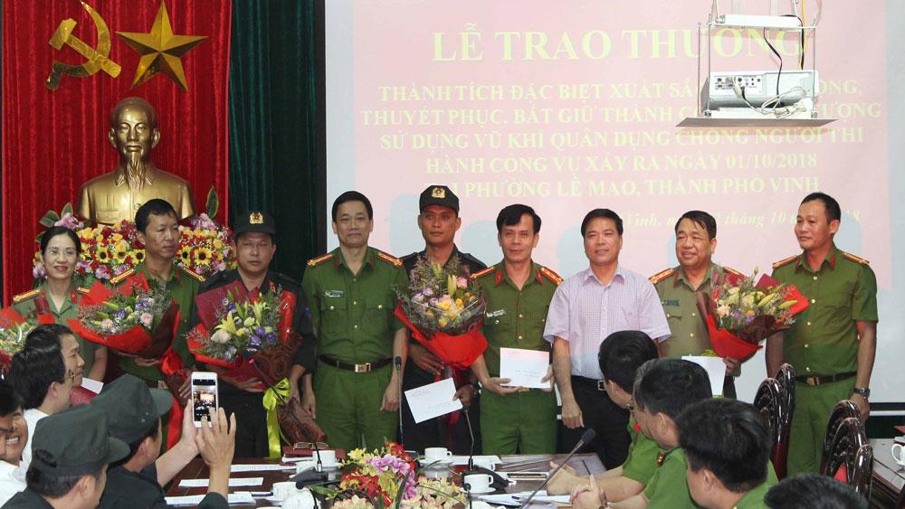 Nghệ An: Khen thưởng các lực lượng tham gia bắt giữ hai đối tượng sử dụng vũ khí nóng cố thủ trong nhà