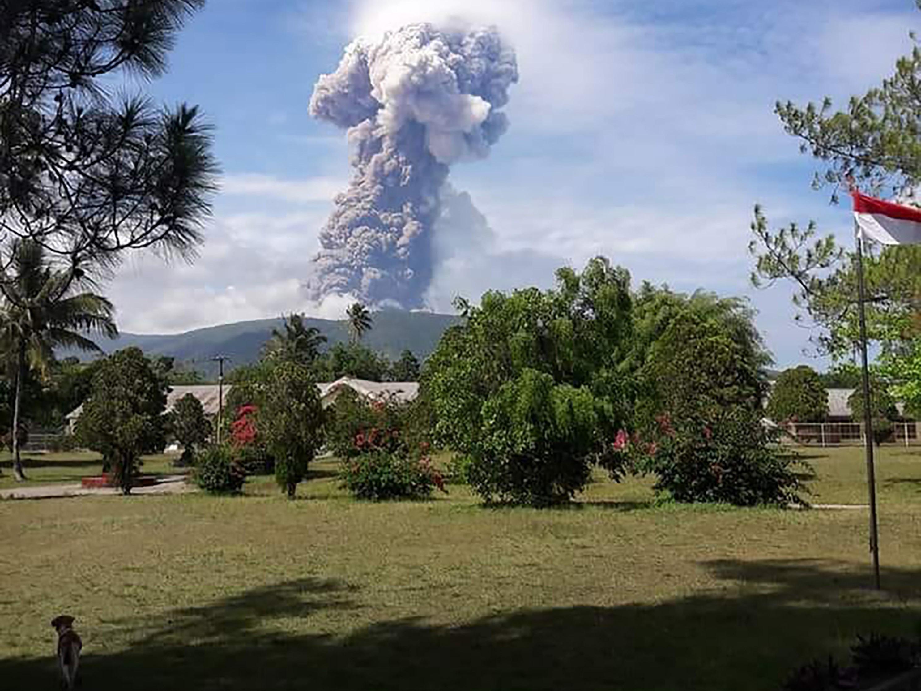 Động đất, sóng thần tại Indonesia: 5 ngày sau thảm họa, đảo Sulawesi hứng chịu thêm núi lửa phun trào