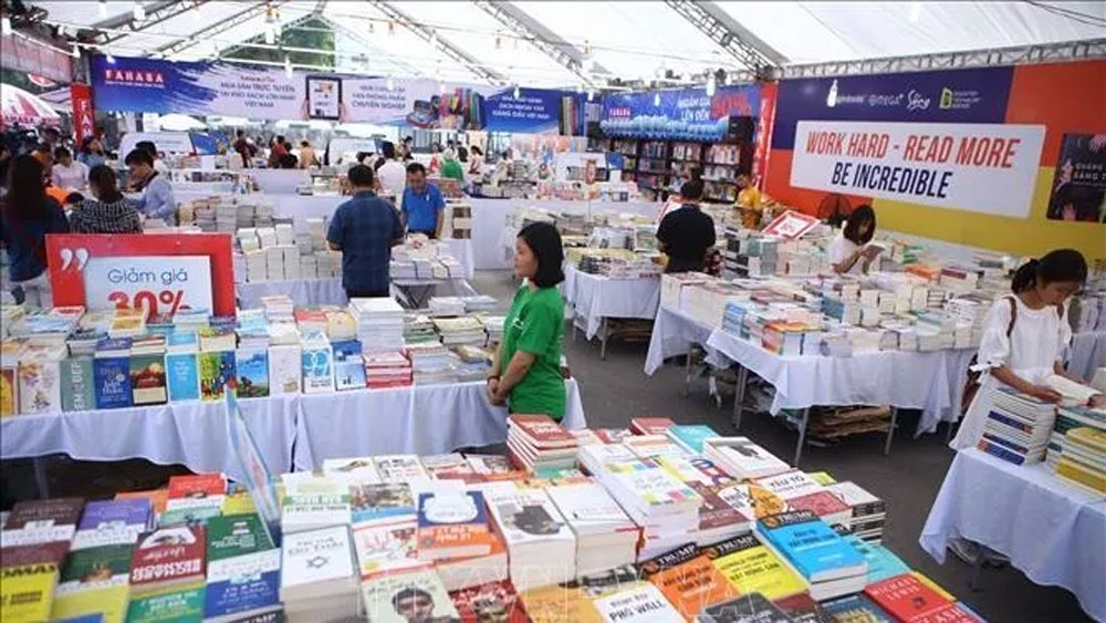 Hanoi Book Fair opens at Thang Long Imperial Citadel