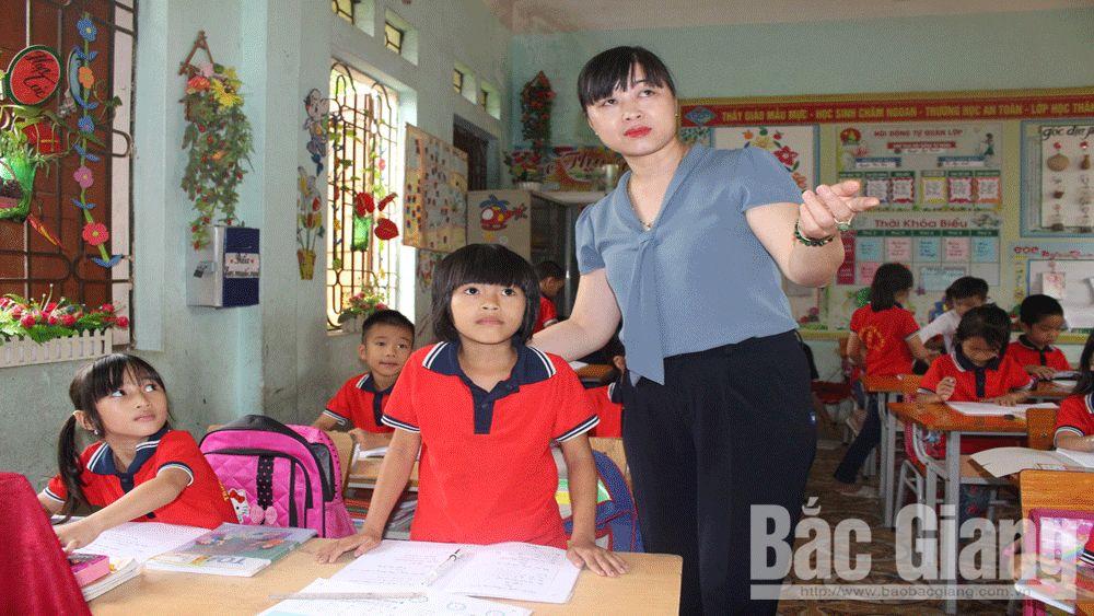TNGT, giấc mơ đến trường, hỗ trợ cho học sinh, con em gia đình có nạn nhân tử vong do TNGT, năm nay Ủy ban An toàn giao thông (ATGT) Quốc gia phối hợp với Công ty TNHH Bảo hiểm nhân thọ Prudential Việt Nam và Quỹ xã hội từ thiện công đoàn Giao thông