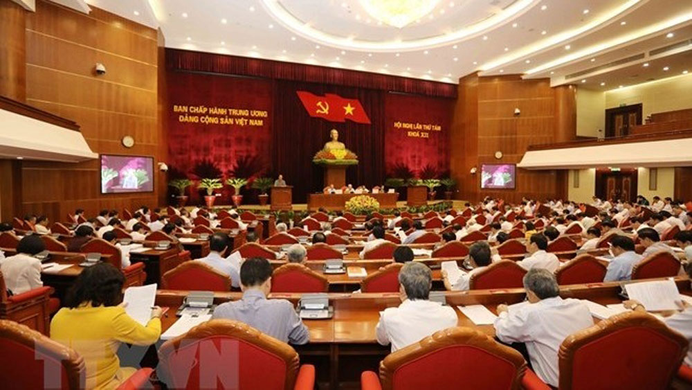 Fourth working day, Party Central Committee, 8th plenum, Communist Party of Vietnam, Party cadres, members' responsibility, socio-economic development plan, budget estimates,  important issues