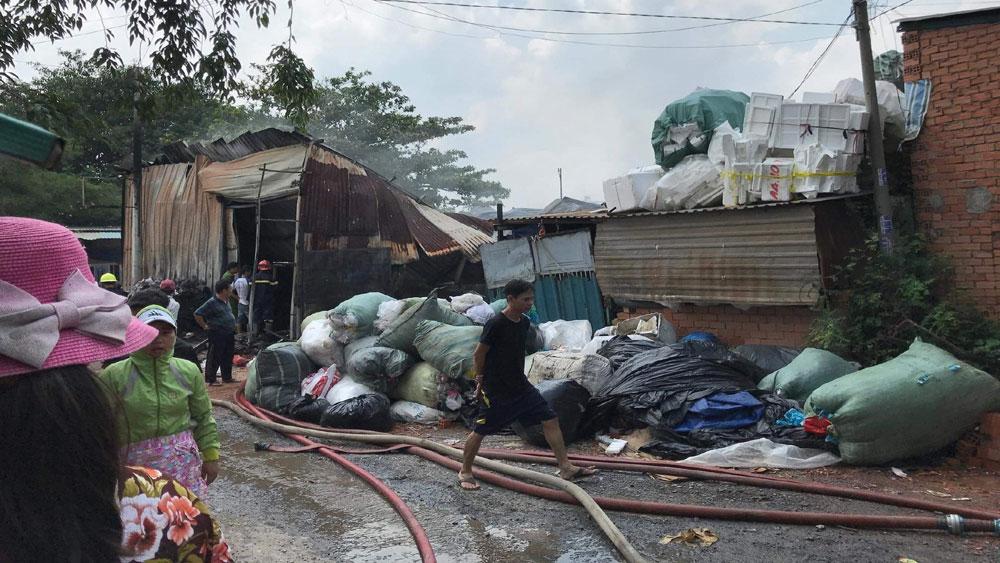 Cháy lớn thiêu rụi cơ sở thu mua phế liệu
