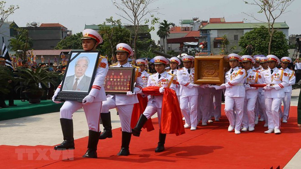 Former Party General Secretary Do Muoi laid to rest in hometown