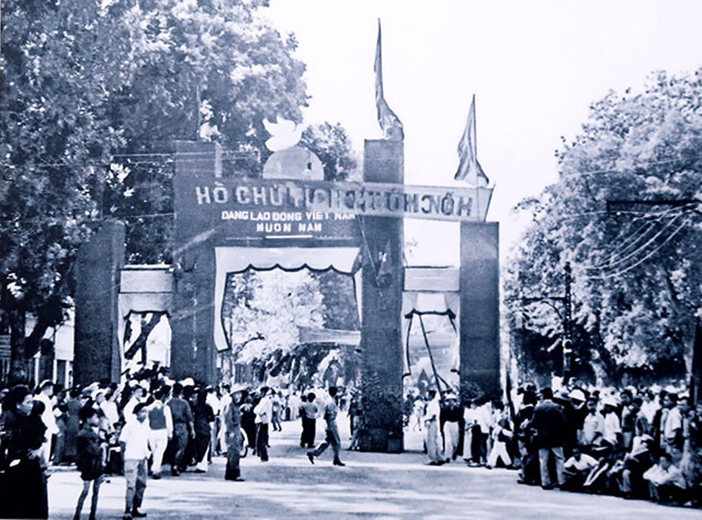 Moments of October 1954, Hanoi, photo exhibition, historical memories, Hanoi's celebrations, Liberation Day, capital city's liberation