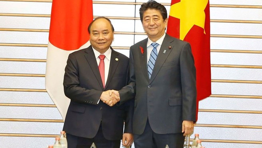 Vietnamese, Japanese PMs hold talks in Tokyo