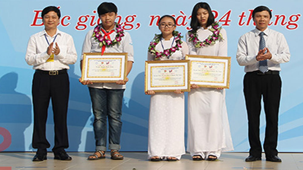 Two projects of Bac Giang's students win prizes at 14th national innovation contest for youth and teenager