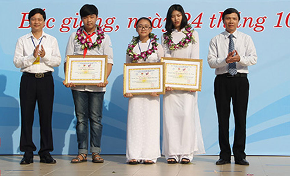 Two projects, Bac Giang's students, 14th national contest, innovation contest, youth and teenager,  group of inventors, consolidation prize, third prize