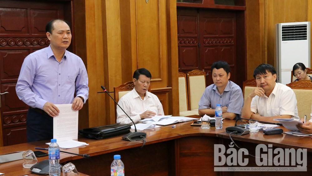 Đại diện lãnh đạo Ban ATGT huyện Việt Yên phát biểu tại hội nghị.