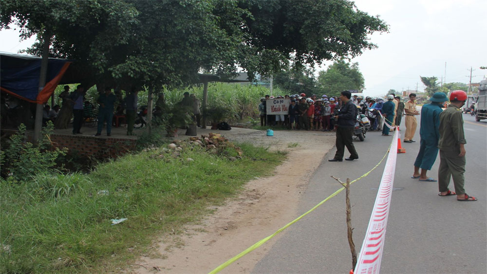 Điều tra làm rõ nguyên nhân hai người tử vong bất thường dưới mương nước
