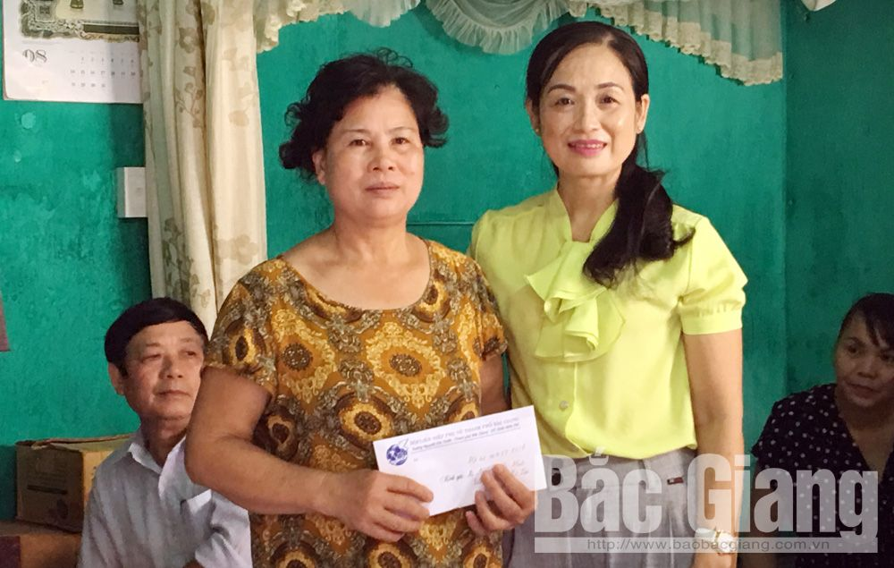 Bac Giang city, Action Month, the Poor, Fatherland Front's Committee, special difficult circumstances,  living standard, Fund for the Poor, Humanitarian Fund