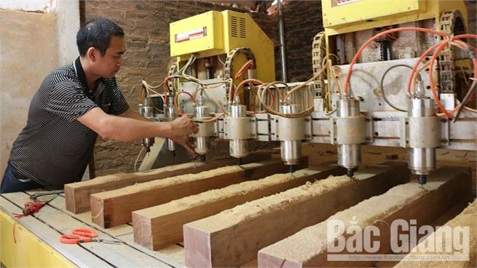 Giá trị sản xuất công nghiệp tăng gần 18%