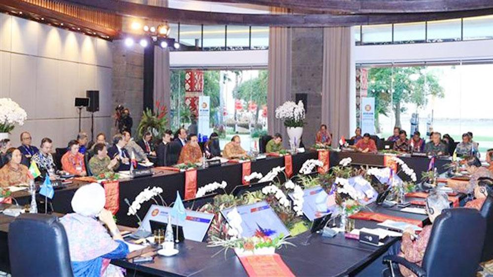 PM Nguyen Xuan Phuc, ASEAN leaders, international organizations, creative growth,  Sustainable Development Goals, World Economic Forum, business environment, harmony mechanism, human resources training