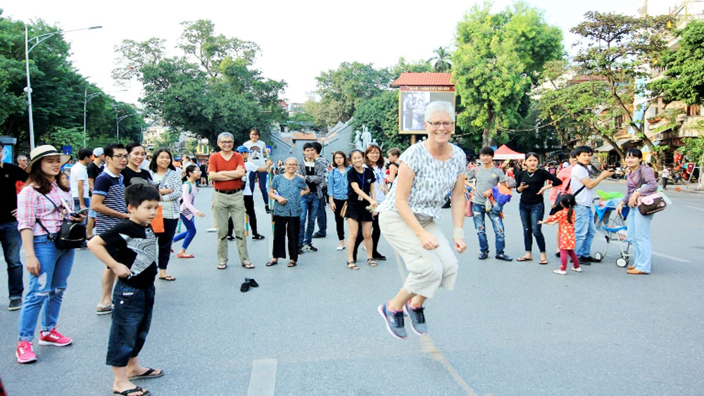 European travel agents make fact-finding tour of Hanoi
