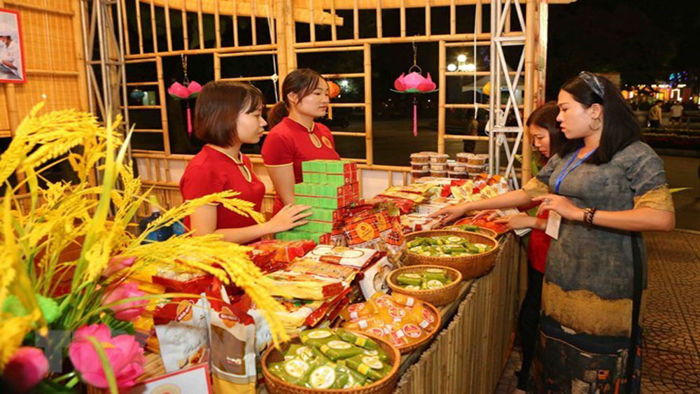 Thousands of foodies flock to Hanoi cuisine festival 2018