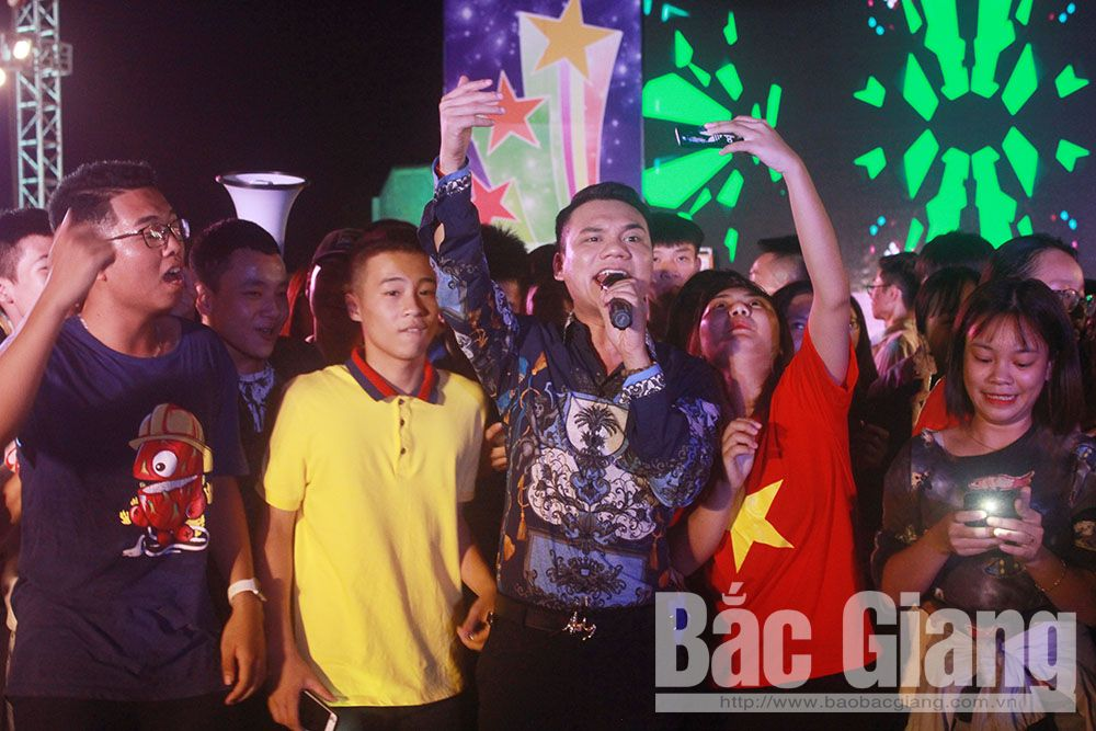 Bắc Giang, Khắc Việt, Lộn xộn band, thanh niên