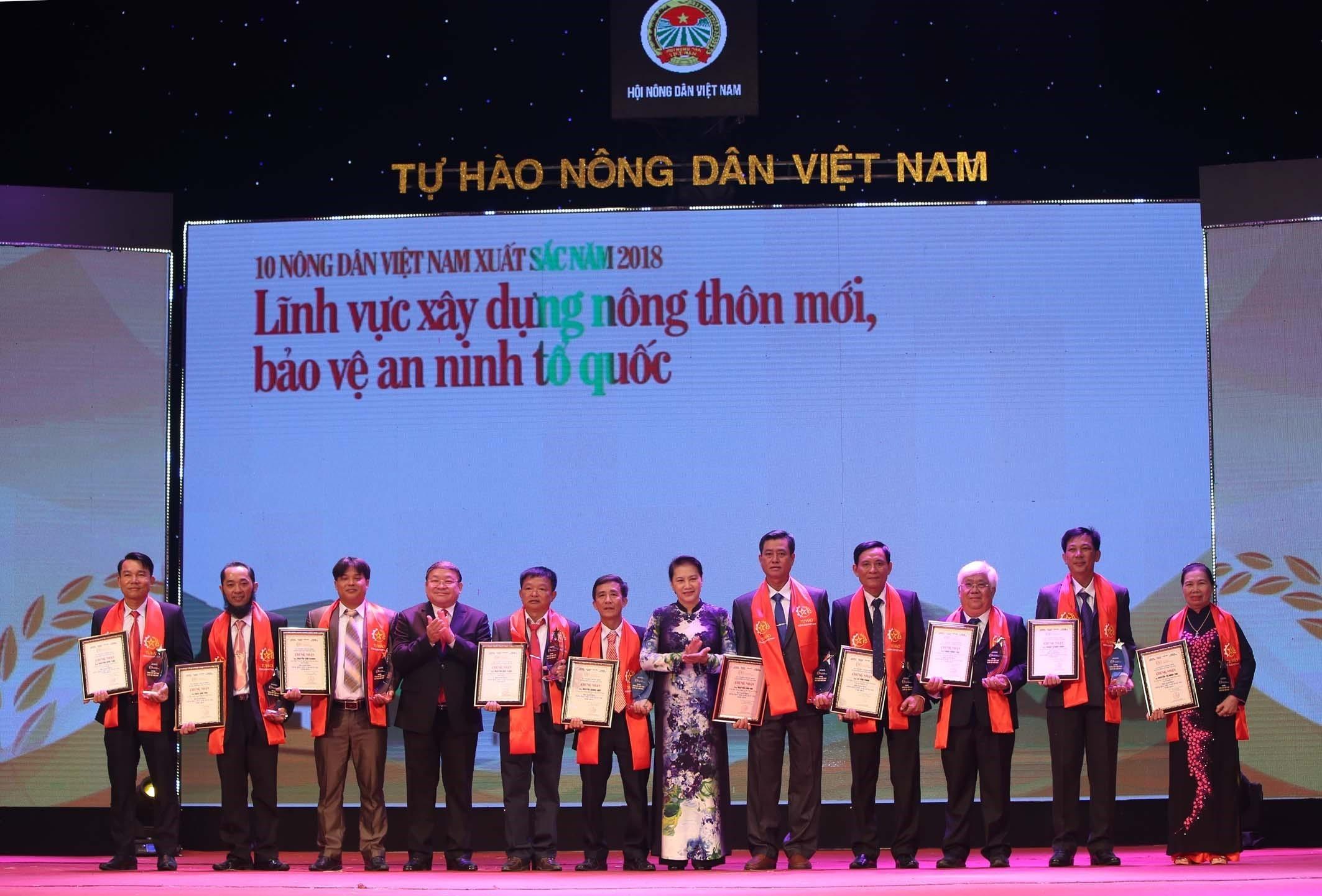 """Chủ tịch Quốc hội Nguyễn Thị Kim Ngân dự Lễ tôn vinh và trao tặng danh hiệu """"Nông dân Việt Nam xuất sắc 2018"""""""