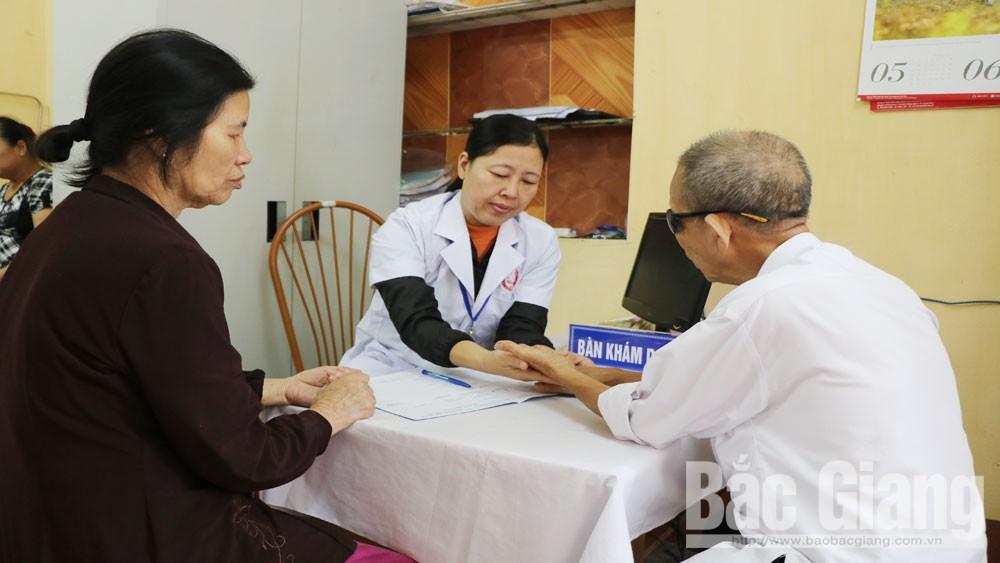 Khám sức khỏe miễn phí cho người cao tuổi