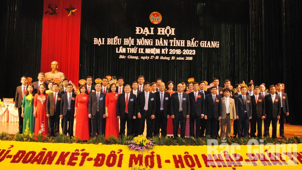 Lãnh đạo T.Ư HND Việt Nam, tỉnh Bắc Giang chụp ảnh lưu niệm cùng Ban Chấp hành HND tỉnh khóa IX.