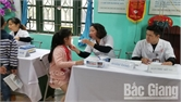 Khám sức khỏe cho học sinh Trường Tiểu học Lê Lợi
